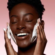 Shop our Foaming Face Wash on Kylie Skin by Kylie Jenner. Our Foaming Face Wash is infused with ultra-nourishing kiwi seed oil, packed with Vitamin C and E to help maintain moisture and improve elasticity. Wash Your Face, Face Wash, Clean Beauty, Beauty Skin, Beauty Bay, Dry Flaky Skin, Black Skin Care, Beauty Shoot, Skin Brightening