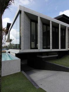 Luxurious Home Living: Modern Exterior Design Herne Bay House Underground Garage Minimalist House Design, Minimalist Home, Modern House Design, Underground Garage, Underground Homes, Modern Exterior, Exterior Design, Residential Architecture, Architecture Design