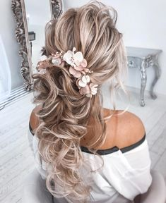 Jul 2019 - Don't know what to do with your long and voluminous hair for your upcoming nuptials? See our round-up of the best wedding hairstyles for long hair in the post. Hair Up Styles, Long Hair Wedding Styles, Elegant Wedding Hair, Wedding Hair Down, Wedding Hair And Makeup, Ponytail Hairstyles, Bride Hairstyles, Pretty Hairstyles, Bridesmaid Hairstyles