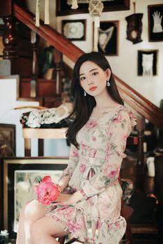 only cascade bouquet dress Korean Beauty Girls, Cute Korean Girl, Asian Beauty, Teen Fashion Outfits, Women's Fashion Dresses, Girl Fashion, Fall Dresses, Elegant Dresses, Casual College Outfits