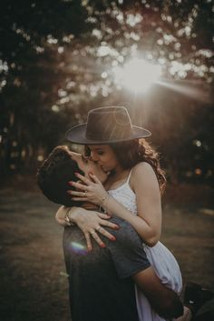 Couple Photoshoot Poses, Couple Photography Poses, Couple Posing, Couple Shoot, Wedding Photoshoot, Engagement Photo Poses, Engagement Pictures, Couples In Love, Romantic Couples