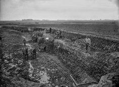 De afgraving van de terp van #Ezinge vanuit het zuiden, 1926: https://mulerius.ub.rug.nl/ui/item.php?id=1140 @archeodagen @ArcheologieNed