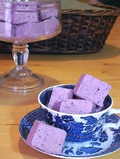 blueberry marshmallows...homemade!!!! there's so many homemade marshmallows! I don't think I can try 'Em all!