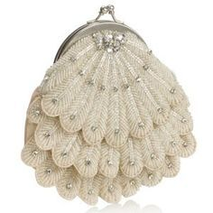 This is my pick of the day: the Super Bride Scalloped Frame Clutch The vintage flapper girl style is making a comeback. Along with beaded flapper dres Vintage Purses, Vintage Bags, Vintage Handbags, Vintage Outfits, Vintage Fashion, Vintage Clutch, 1930s Fashion, Victorian Fashion, Fashion Fashion