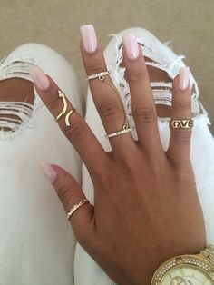 In seek out some nail designs and ideas for your nails? Here's our list of 32 must-try coffin acrylic nails for fashionable women. French Nails Glitter, Nail Ring, Bling, Nagel Gel, Nude Nails, Pink Nails, Acrylic Nails, Nails On Fleek, Mode Style