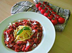 Špagety s rajčatovo-řepovou omáčkou a tuňákem