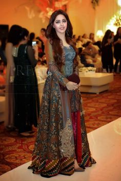 Best Pakistani Fancy Dresses To Wear On Wedding – Pakistani Lawn Suit – Best Wedding Beauty Pakistani Fancy Dresses, Fancy Wedding Dresses, Pakistani Fashion Party Wear, Pakistani Wedding Outfits, Pakistani Dress Design, Kurta Designs, Party Wear Frocks, Fancy Dress Design, Shadi Dresses