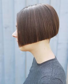 Image may contain: one or more people and closeup Blunt Bob Haircuts, Short Bob Hairstyles, Mens Fringe, Undercut Bob, Shaved Nape, Straight Bangs, Bob Cut, Shaving, Short Hair Styles