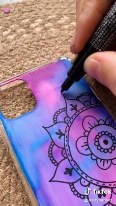 Cd Crafts, Diy Crafts Hacks, Easy Diy Crafts, Diy Resin Art, Diy Art, Diy Mobile Cover, Diy Phone Case Design, Cool Iphone Cases, Mandala Drawing