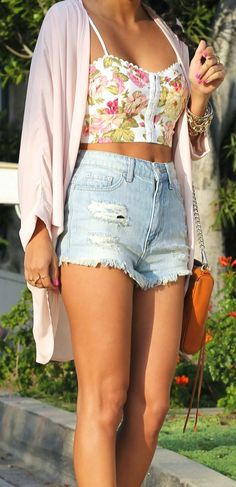 Very Cute Floral crop top and high-waisted denim shorts. Trending Summer 2015 Fashion Ideas.