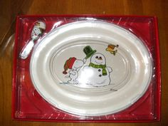 Perfect pairing of Snoopy and the Peanuts and Christmas! Platter with spreader...great gift or to use in your own home!