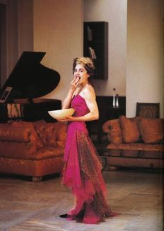 Madonna at Home. Photographed by Patrick Demarchelier in a Patrick Kelly dress for Vogue Magazine Madonna Vogue, Madonna Fashion, Madonna Photos, Lady Madonna, Madonna 80s, Mtv, Bad Wigs, Kelly Fashion, 21 Jump Street