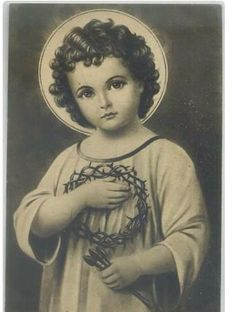Divino Niño Jesus holding the crown of thorns and nails. Catholic Prayers, Catholic Art, Religious Art, Roman Catholic, Religious Pictures, Jesus Pictures, Image Jesus, Vintage Holy Cards, Jesus Face