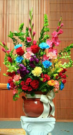 Mexican theme wedding, flowers in a mexican clay pot