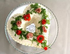 """heart shaped savory """"cake"""" from Pullahiiren (in Finnish). Take a heart shaped bundt pan & fill with layers of bread and savory filling. """"frost"""" with a mix of heavy cream and cream cheese and decorate with tomato and ham flowers & fresh pea shoots. Sandwich Cake, Tea Sandwiches, Savoury Baking, Savoury Cake, Macarons, Finnish Recipes, Savory Snacks, Food Art, Panna Cotta"""