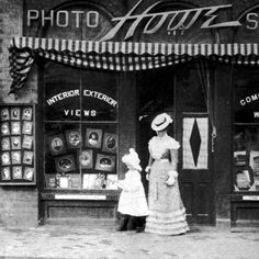 Picking up a portrait from Howe's Photo Studio on Pryor in 1901.