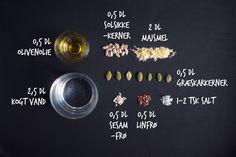 Knækbrød med majsmel for dummies! Gluten Free Recipes, Baking Recipes, Vegan Recipes, Vegan Food, Easy Healthy Breakfast, Healthy Snacks, Crisp Bread, Fodmap, Bread Baking