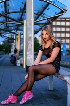 Nylons And Pantyhose, Nylons Heels, Stockings Lingerie, Sexy Stockings, Dance Tights, Winter Mode, Lovely Legs, Girls Sneakers, Sexy Skirt