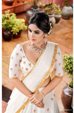 Samyuktha Menon Latest Hot Photosshoot for pranaah in Kerala Saree Kerala Saree, Indian Sarees, Hot Actresses, Indian Actresses, Saree Photoshoot, Top Celebrities, Latest Sarees, Most Beautiful Indian Actress, Beauty Full Girl