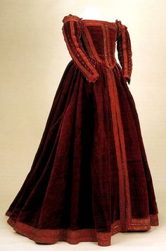 Rare Example of 16th Century Italian Gown Museo di Palazzo Reale, Pisa, Italy Photo Credit: Moda A Firenze 1540-1580