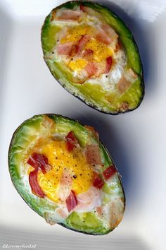 Nice breakfast: avocado with egg from the oven - Lovemyfood.nl - Nice breakfast: avocado with egg from the oven – Lovemyfood. Easter Snacks, Avocado Health Benefits, Feel Good Food, Oven Dishes, Healthy Recipes On A Budget, Wraps, Health Snacks, Avocado Recipes, Avocado Egg