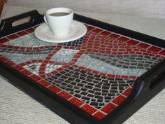 bandeja Mosaic Tray, Mosaic Glass, Mosaic Tiles, Stained Glass, Mosaic Garden, Mosaic Projects, Mosaic Patterns, Recycled Art, Pebble Art