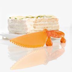 #design3000 Koziol Kuchenmesser Coco Aufschneiden, abheben und servieren mit dem Kuchenmesser.