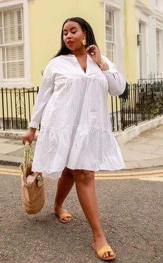 """Look here for fasciating & Cool dresses for Plus size women watch yourself say, """"I'm gonna look gorgeous in this"""". Presenting stylish plus size outfits. Short African Dresses, Latest African Fashion Dresses, African Print Fashion, Latest Fashion, Fashion Top, French Fashion, Winter Fashion, Mode Outfits, Dress Outfits"""