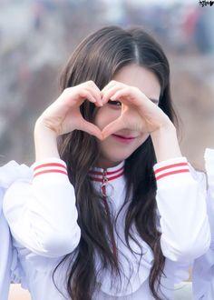 LOONA - Jeon HeeJin 전희진 at Inkigayo mini fanmeeting 170312 #이달의소녀 인기가요 미니팬미팅 이달의소녀 Sooyoung, Kpop Girl Groups, Kpop Girls, Your Girl, My Girl, Teaser, Month Animals, Demon Baby, Baby Faces