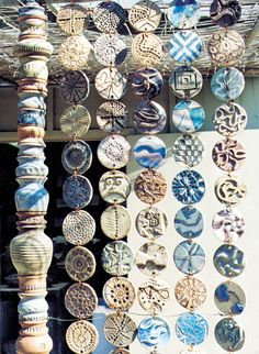 New Snap Shots Slab Pottery wind chimes Suggestions ceramic clay- textures. Good article and step-by-step instructions on making texture in clay by tea Ceramic Clay, Ceramic Pottery, Slab Pottery, Thrown Pottery, Ceramic Beads, Pottery Vase, Ceramics Projects, Art Projects, Clay Projects For Kids