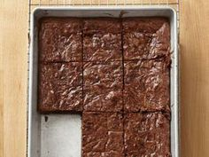 """50 Brownies : this booklet of 50 brownie recipes is amazing. My favorite is """"fudgy brownies. Brownie Recipes, Cake Recipes, Dessert Recipes, Bacon Recipes, Yummy Recipes, Recipies, Just Desserts, Delicious Desserts, Yummy Food"""