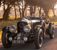Bentley Team Blower de 1929 : renaissance d'un mythe - Autonews British Sports Cars, Vintage Sports Cars, Vintage Race Car, Sport Cars, Race Cars, Bentley Blower, Replica Cars, Bentley Motors, Centenario