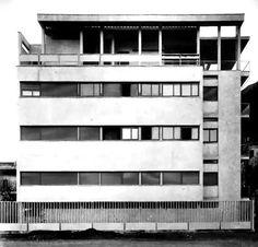 Casa Giuliani-Frigerio par Giuseppe Terragni à Côme Modern Architecture Design, Amazing Architecture, Interior Architecture, Bauhaus, Art Deco, Medan, Fascist Architecture, Modern Masters, Facade