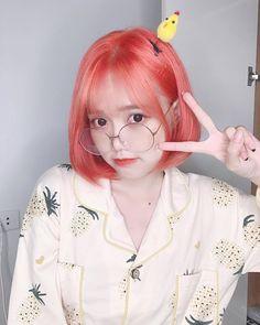 """Lê Thị Linh Chi on Instagram: """"Vàng vàng cute ?!🥴❤️ ____________________ set: @uyenhihii 🎀"""" Ulzzang Korean Girl, Cute Korean Girl, Asian Girl, Chi Chi, Aesthetic Girl, Kpop Girls, Anime, Idol, Hair Color"""