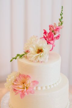 Two Tier Round Wedding Cake With Flowers 2