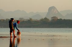 Mekong River at Nakhon Phanom looking at Laos