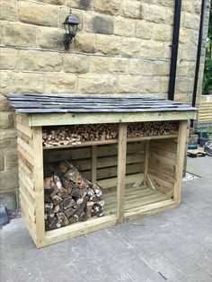 Fully handmade log store made entirely from treated timber, with reclaimed slate roof and kindling shelf Outdoor Firewood Rack, Firewood Shed, Firewood Storage, Diy Log Store, Wood Store, Cottage Fireplace, Backyard Fireplace, Backyard Buildings, Backyard Sheds