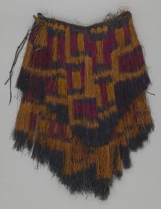 Textile Museum Canada OBJECT NAME: Apron LOCAL NAME: pulpul PLACE MADE: Oceania: Pacific Islands, Melanesia, Papua New Guinea PERIOD: 20th century DATE: 1900 - 1990 DIMENSIONS: L 24 cm x W 106 cm MATERIALS: Raffia TECHNIQUES: Knotted; twined; painted