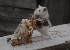 beautiful artwork by a russian artist, Natascha , felted and stuffed animals...mother mouse with a baby