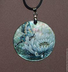 Купить Хризантема с бабочкой - авторская роспись, ручная роспись, роспись на перламутре, украшения с перламутром