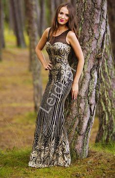 Long sexy black dress with golden ornaments. Zmysłowa czarna suknia ze złotymi brokatowymi ornamentami. www.lejdi.pl