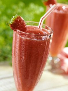 Strawberry Smoothie w/ frozen lemonade concentrate
