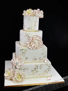 Lovely white and gold wedding cake by Design Cakes, via Flickr. #WeddingCake #wedding #cake