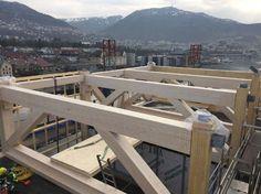Des mégapoutres de hauteur d'étage renforcent la structure aux 5e et 10e étages.