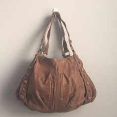 I just discovered this while shopping on Poshmark: Brown Leather Satchel. Check it out! Price: $32 Size: OS