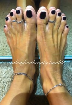 I want everyone to see what I see everyday, these EXTRAORDINARY FEET AND TOES!!!