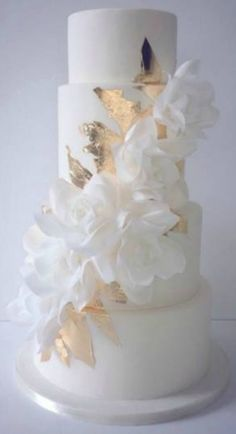 ~ Cascading Wafer Papier Rosen und Blattgold Hochzeitstorte ~ all… Breathtaking! ~ Cascading Wafer Paper Roses and Gold Leaf Wedding Cake ~ Everything Edible – for bithdays … – Elegant Wedding Cakes, Beautiful Wedding Cakes, Gorgeous Cakes, Wedding Cake Designs, Pretty Cakes, Trendy Wedding, White And Gold Wedding Cake, Gold Wedding Cakes, Rustic Wedding