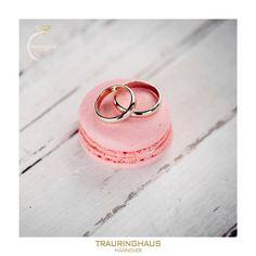 Schlicht und zeitlos und trotzdem besonders... Bietet sich für Ringe die man ein Leben lang tragen möchte auch an! Wie bei diesen handgefertigten Trauringen in 750/- Gelbgold.  #trauringhaus #davinél #hannover   #verlobungsringe  #verlobung  #heiratsantrag  #wolfsburg  #braunschweig  #wedding  #weddingrings  #weddingstyles  #diamond  #loveher  #loveyou  #diamondrings  #ringe  #modell   #rings  #eheringe  #hochzeit   #heiraten #verlobungsring  #liebe
