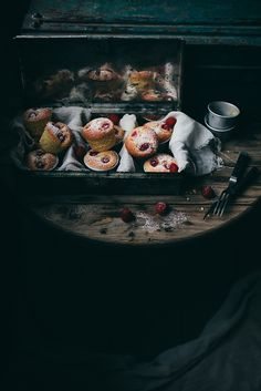 Raspberry Almond Muffins Recipe (or raspberry friands) by Linda Lomelino - Call me Cupcake Almond Muffins, Raspberry Muffins, Food Design, Food Styling, Food Inspiration, Sweet Recipes, Food Photography, Dark Photography, Cupcake Cakes