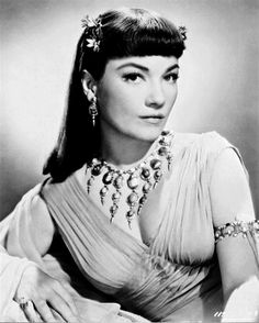 Anne Baxter in The Ten Commandments wearing Joseff Hollywood Jewelry Hollywood Jewelry, Old Hollywood Glamour, Hollywood Stars, Classic Hollywood, Anne Baxter, Merle Oberon, Shirley Jones, Veronica Lake, Judy Garland